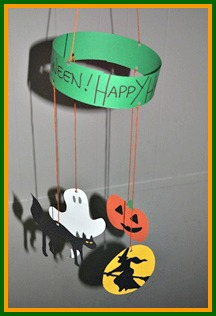 Homemade halloween crafts your very own halloween mobile for Easy halloween crafts to make and sell