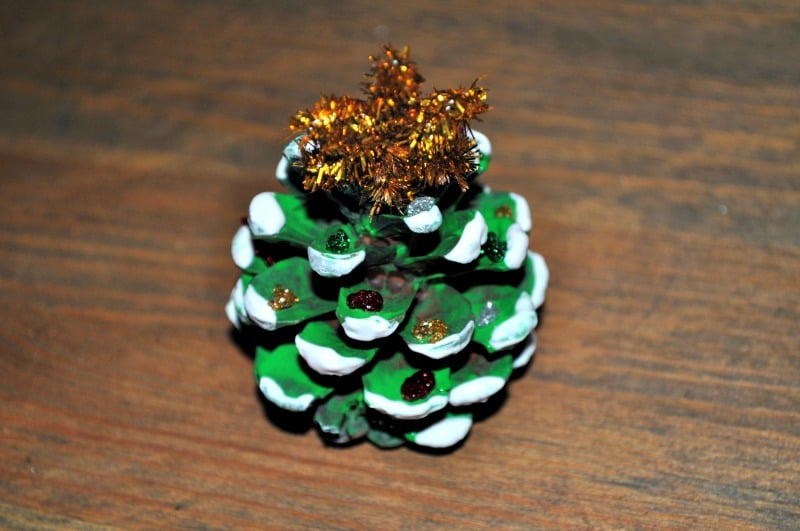 Pine cone mini Christmas tree