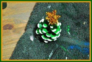 Pinecone Christmas mini tree step 4