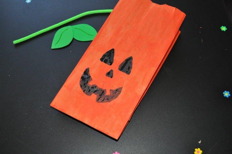 Draw a Jack o'lantern face