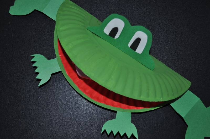 how to make a frog from a paper plate