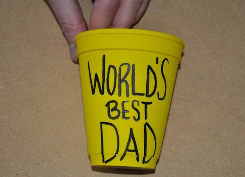 Write world's best dad on the cup