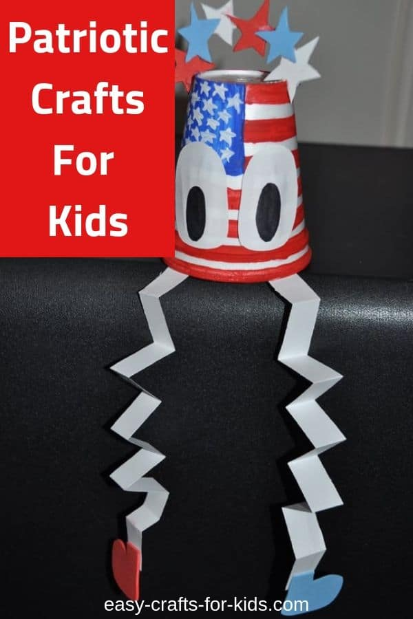 Ring in your country's birthday with one of these neat patriotic crafts for kids. #kidscrafts #4thofjuly #patrioticcrafts #4thofjulyactivities #kidsactivities #independenceday #independencedaycrafts