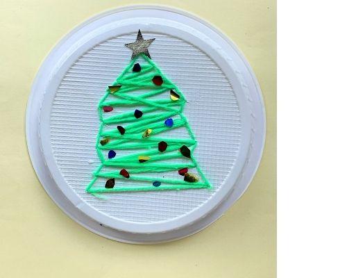 Christmas tree craft with yarn