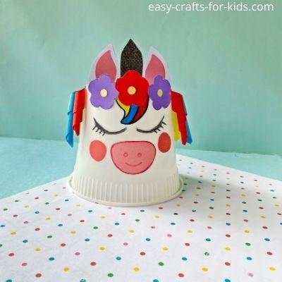Cómo convertir una taza en un unicornio