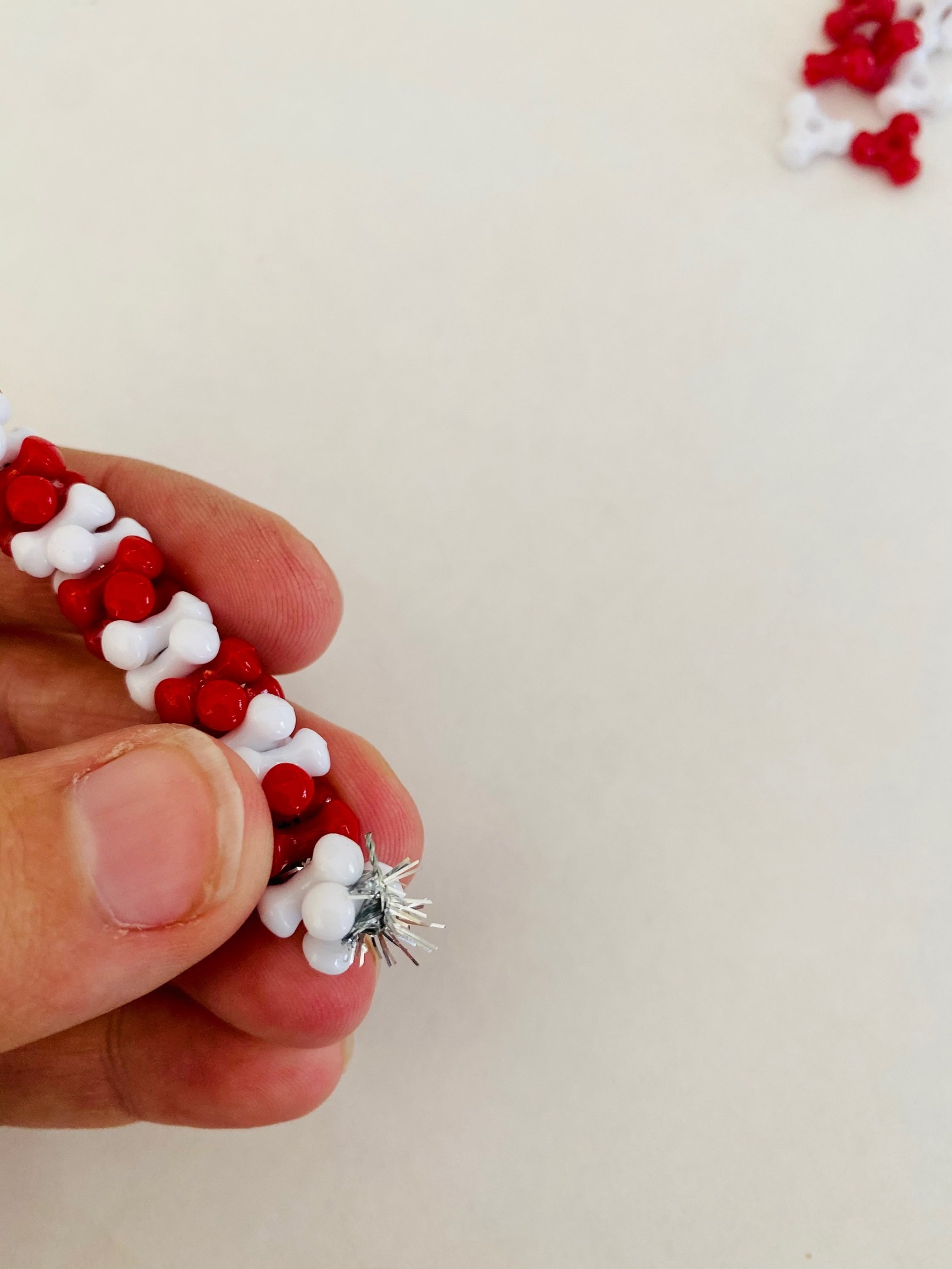 how to make a candy cane bead ornament