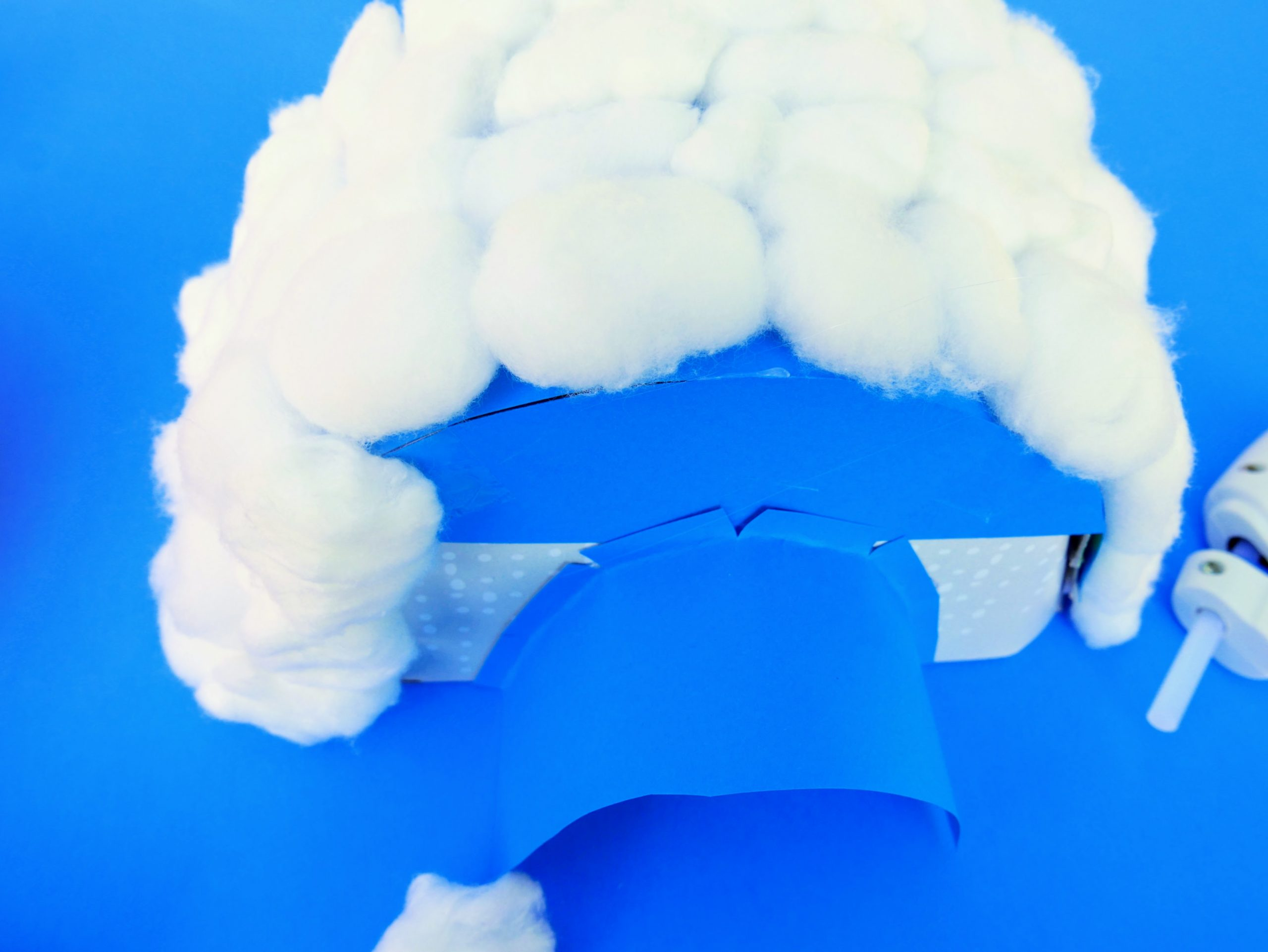 tissue box igloo craft with cotton balls