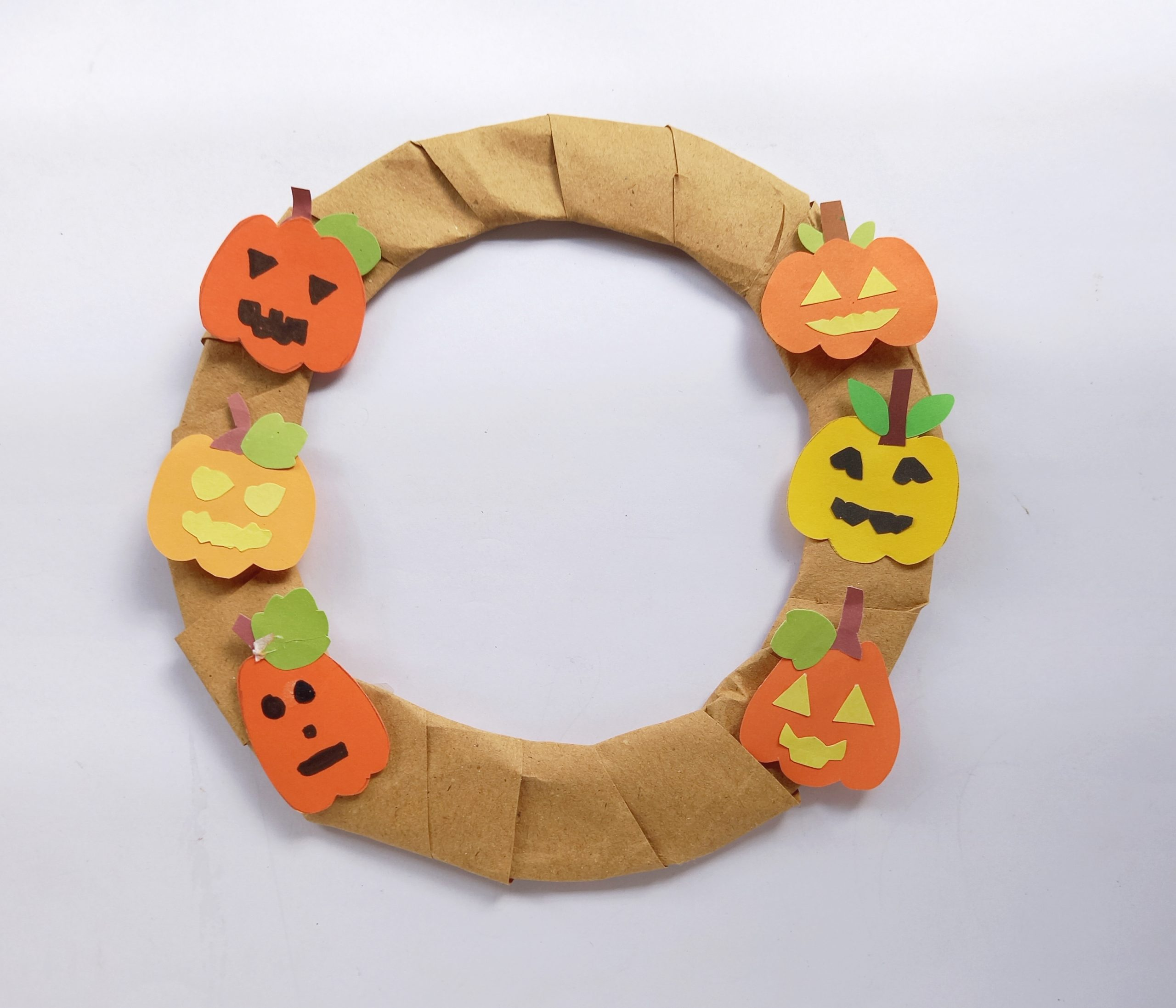 how to make a Halloween wreath with pumpkins and a witch